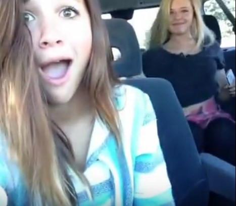 Vine çektiği anda göğüsleri ile selfie çektiren kız