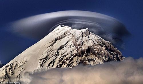 Rusya dağlarında 'UFO' bulutları
