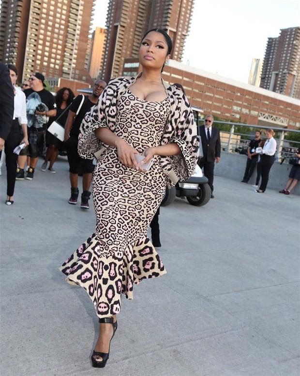Nicki Minaj rapçi sevgilisini öperek kutladı