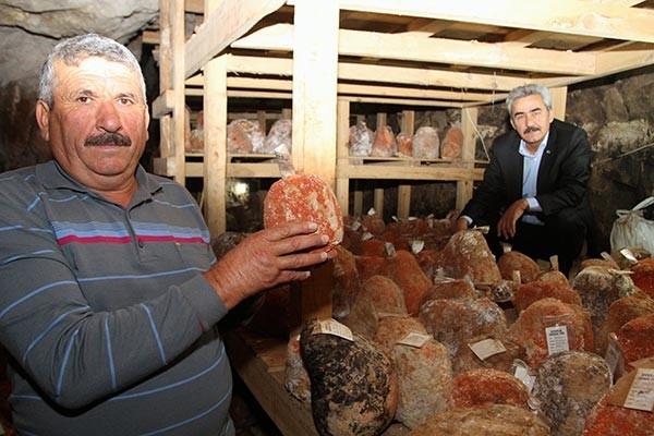 """""""Türk rokforu"""" lezzetini mağaradan alıyor"""