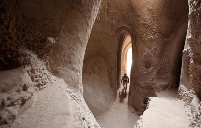 10 yıl mağarada yaşadı ve...