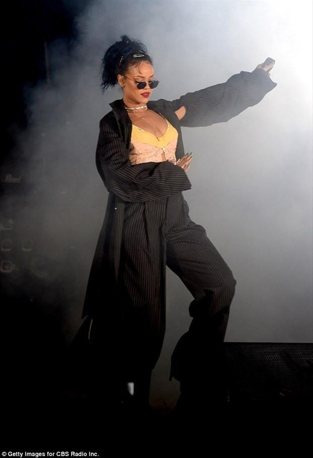 Rihanna genç adamın tarzına el attı