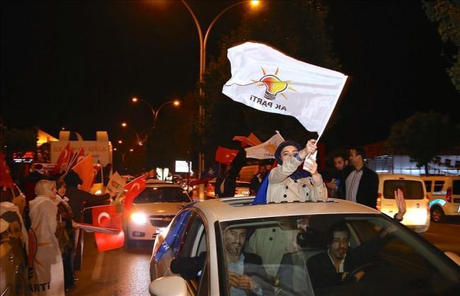 AK Parti kutlamalara başladı