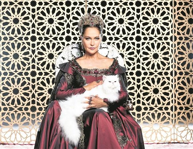 Hülya Avşar'a estetik yasağı