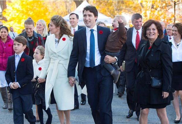 Sıradışı Başbakan göreve başladı