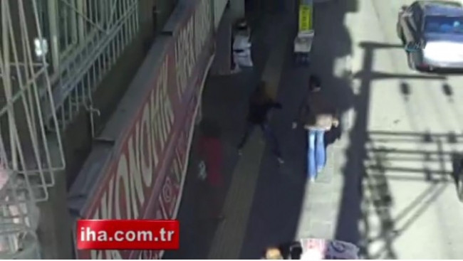 Kadını elle taciz etmeye çalışan adam kameralarda