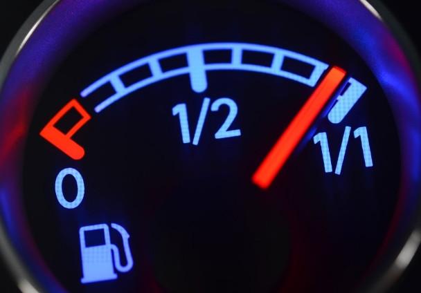 Çeyrek depo benzinle sakın araba kullanmayın!
