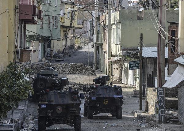 Silvan'daki çatışmada taksi şoförü öldü