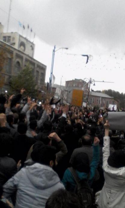 İran'da ırkçı program Türkleri sokağa döktü