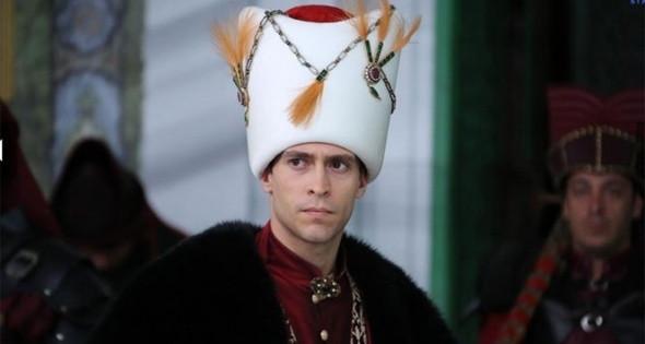 Kösem Sultan'a karalama yorumları başladı