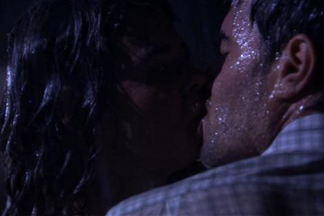 Pelin Batu sırılsıklam, dudak dudağa