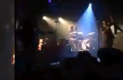 Paris'teki konserde silahların patladığı an!