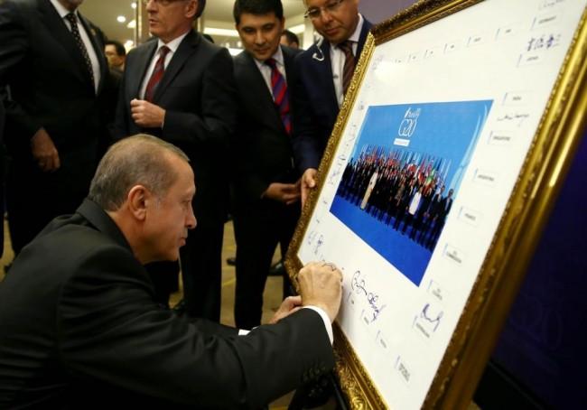 Liderler o fotoğrafı imzaladı