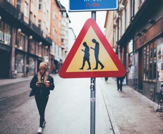 Akıllı telefonlar trafik işaretlerinde