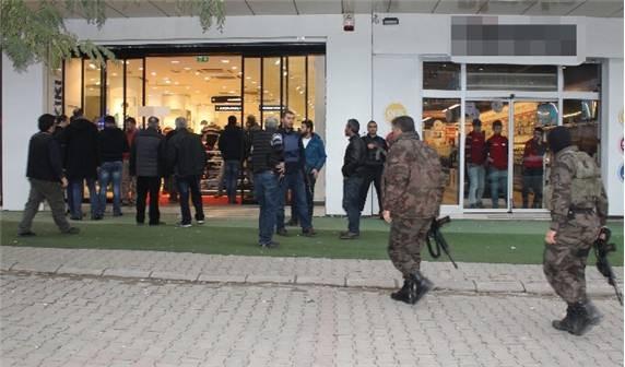 Mağaza çalışanını rehin alan şahıs intihar etti