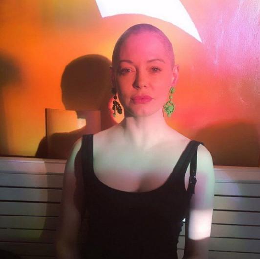 Rose Mcgowan saçlarını kazıttı
