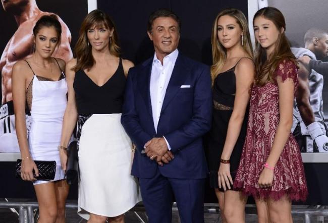 Sylester Stallone kızlarını galaya götürdü