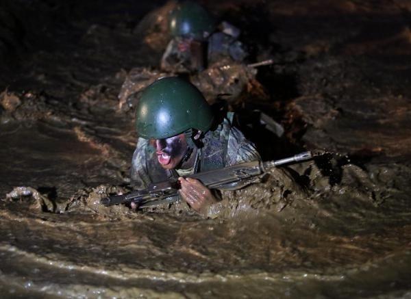 Komandoların ölümle burun buruna eğitimi