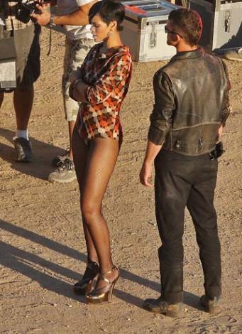 Rihanna yine nefesleri kesti