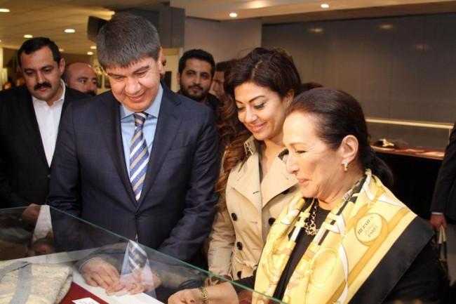 Gül Sunal, eşi adına açılan sergide gözyaşlarını tutamadı
