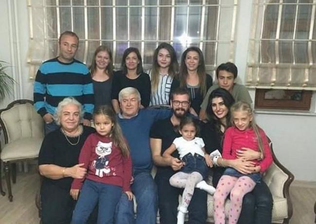 Engin Öztürk İdil Fırat'ı ailesiyle tanıştırdı