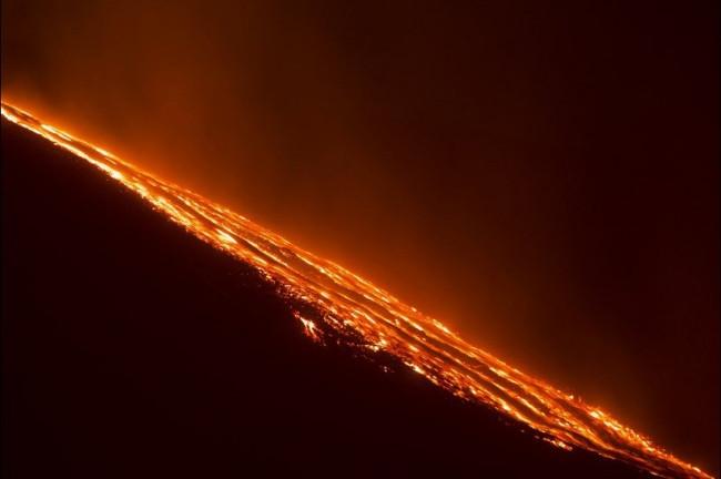 Etna yine patladı