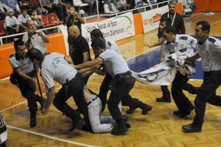 Olaylı basketbol maçı