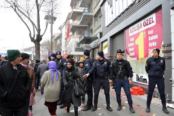 Konya'da 1 liralık ürün izdihamı