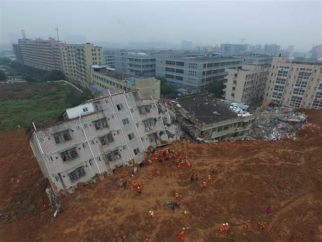 Çin'de onlarca bina toprak altında kaldı