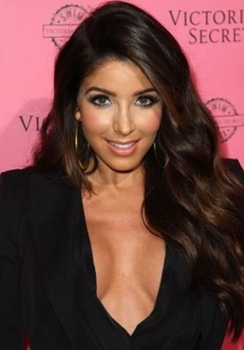 Kim Kardashian'a benzerliği ile ünlendi