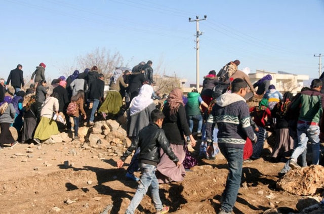 İki bin kişi İdil'den Cizre'ye yürüyüşe geçti