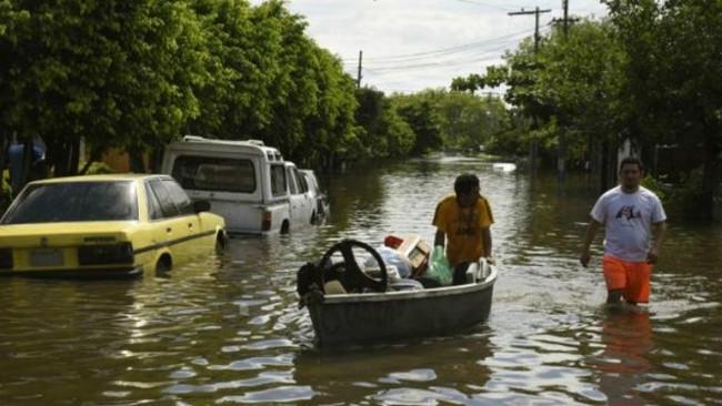 Latin Amerika'da sel: 150 bin kişi tahliye edildi
