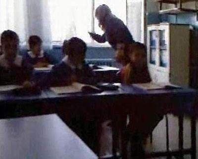 Öğretmen dayağı böyle görüntülendi