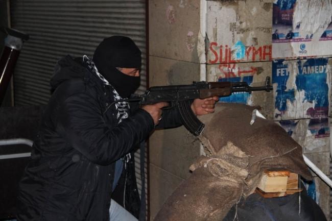 Diyarbakır'daki polisler görev başında yeni yıla girdi