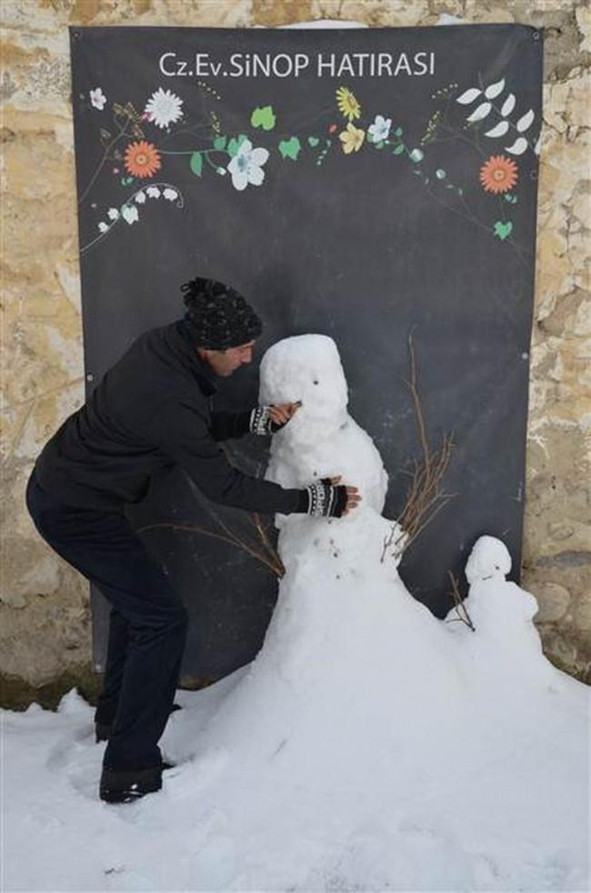Yurttan kardan adam manzaraları