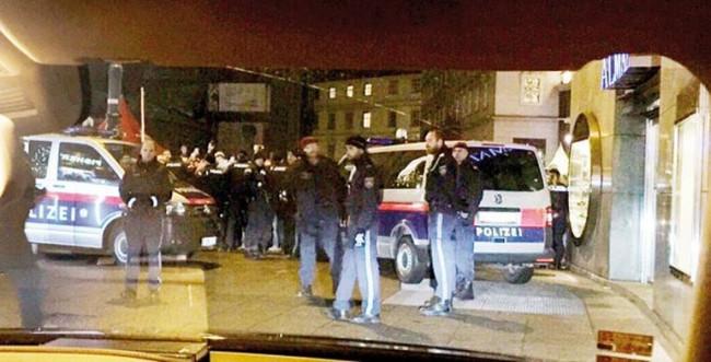 Fahriye Evcen ve Burak Özçivit'ten Viyana kuşatması