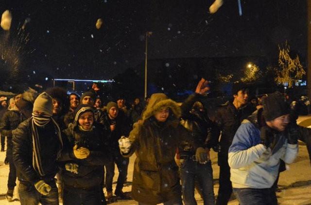 Karabük'te üniversitelilerin kar topu savaşı