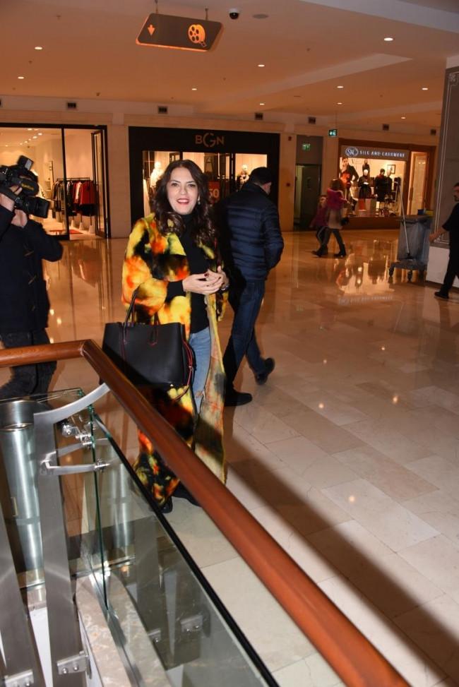 Yeşim Salkım sevgilisi Murat Karabova ile görüntülendi