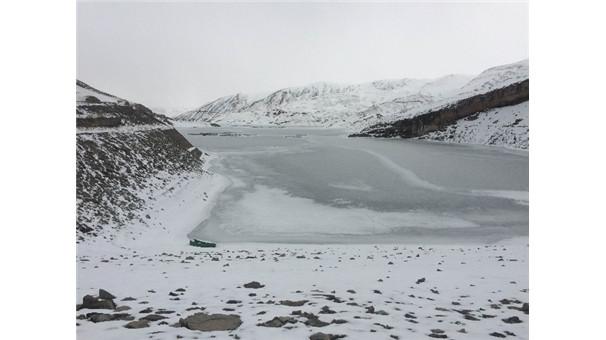 Dev baraj buz tuttu