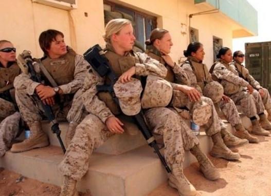 ABD'nin kadın askerleri cephede savaşacak