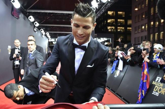 FIFA Ballon d'Or 2015'te şıklık yarışı