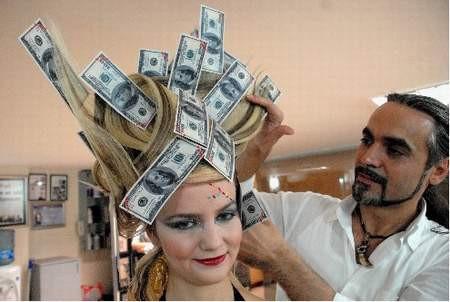 Dolardan saç yaptı !