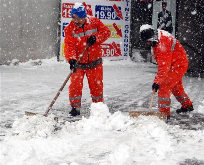 Erzurum'da kar yağışı arttı