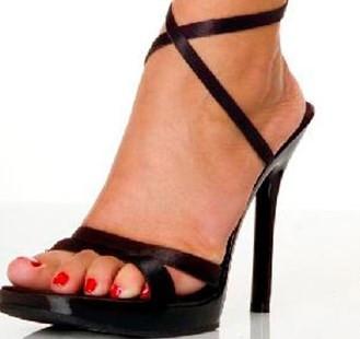 Topuklu ayakkabılar bel fıtığına yol açabiliyor