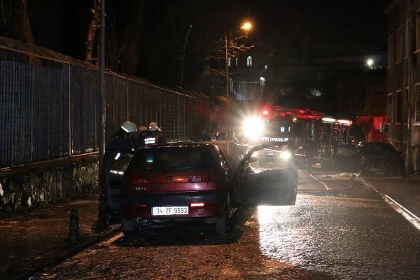 Fatih'te 3 araç kundaklandı