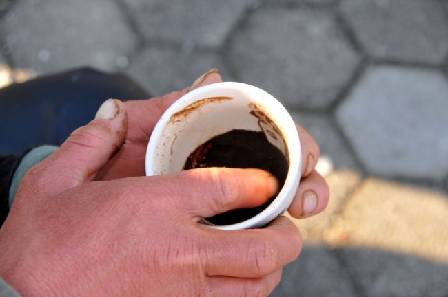 Kahve telvesini sanata dönüştürüyor