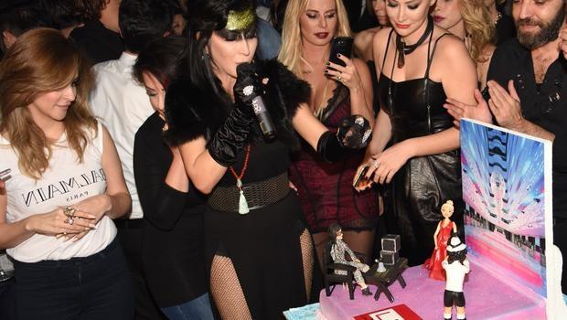 Hande Yener'e doğum gününde evlilik teklifi