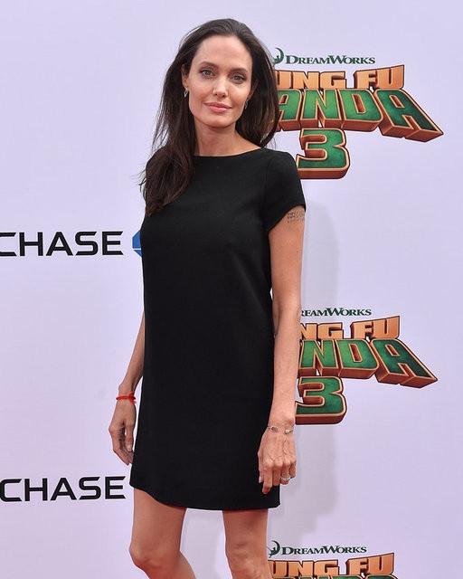 Angelina Jolie görüntüsüyle endişelendiriyor