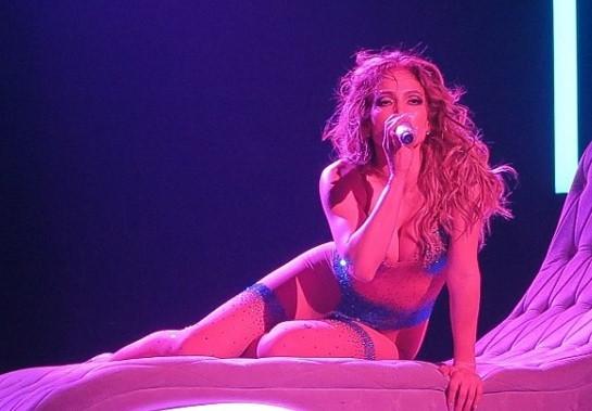 Jennifer Lopez gençlere taş çıkartıyor