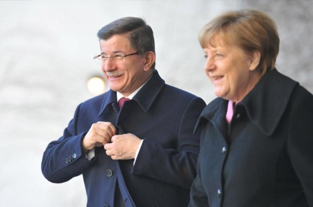 Başbakan Davutoğlu ile Angela Merkel bir araya geldi